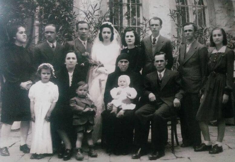 1. Familja Tyxhari1